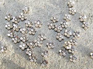 Mellandelar blomma 5mm antiksilver