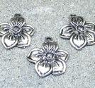 Berlocker blommor femudd