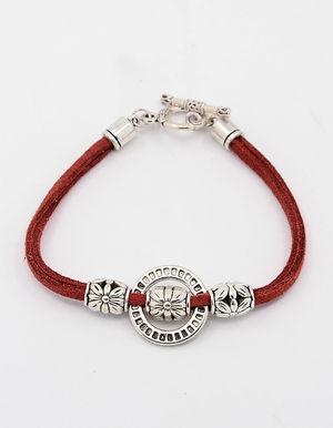 Mockaarmband med ring och togglelås rött