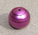 Acrylprla randig fuchsia 30mm