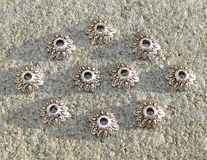 Pärlhattar antiksilver flikiga blommor 8mm 10st