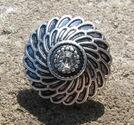 Chunk knapp metall med strass vit fjädrar