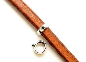 Regaliz metall ring med ögla på sidan