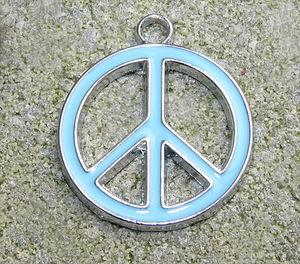 Berlock emalj fredsmärke turkos