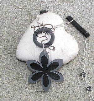 Plexiglas hänge flikig blomma 54mm