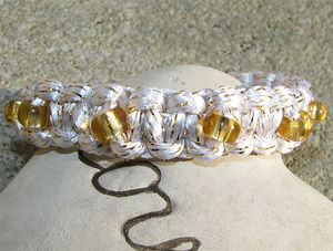 Satintråd 3mm vit med guld 3 meter