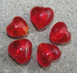 Hjärtan silverfoil 12mm röda